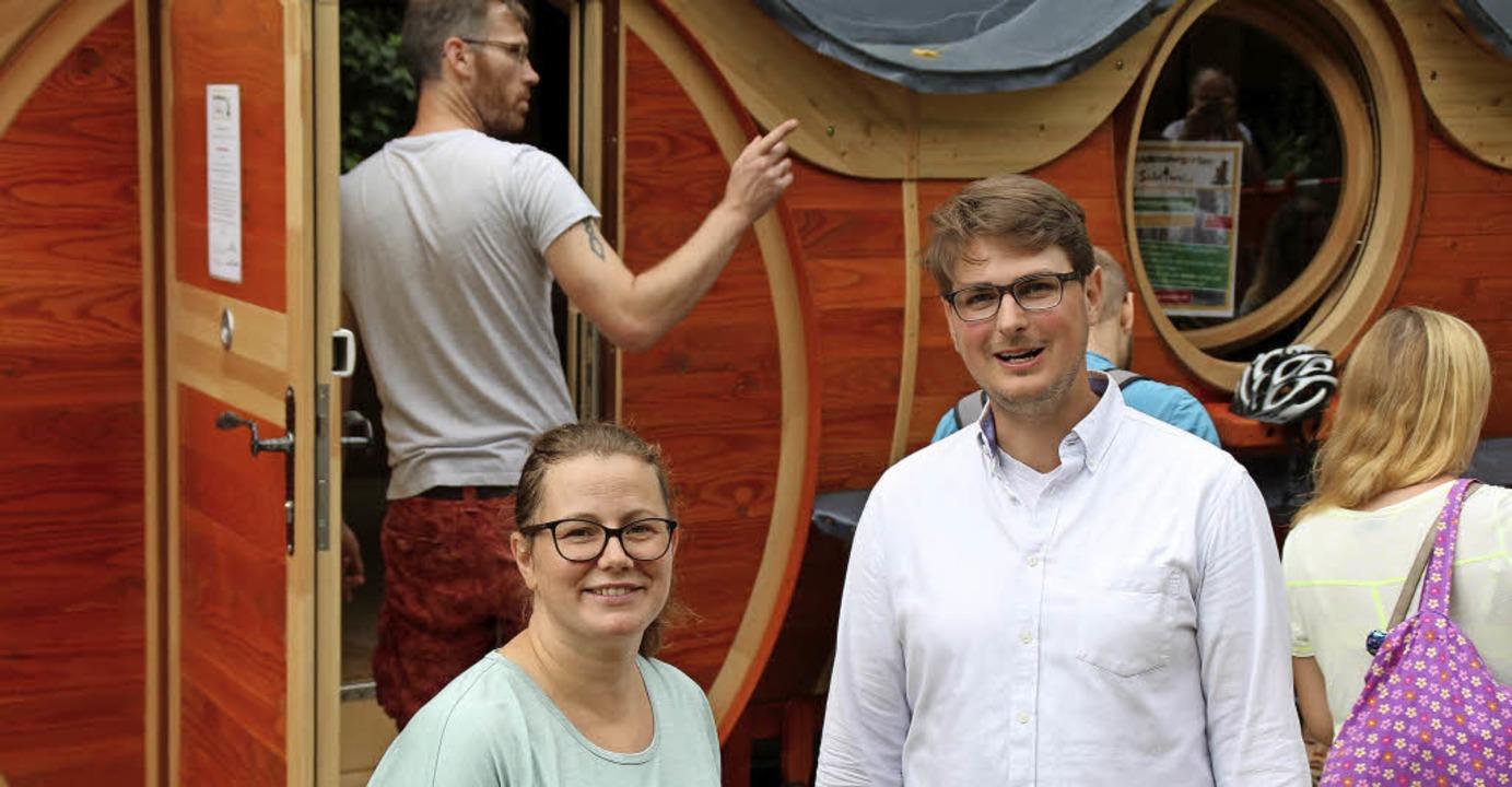 Veronique Ringwald, 1. Vorsitzende des...und Kindergartenleiter Johannes Reiser  | Foto: Rolf Reißmann