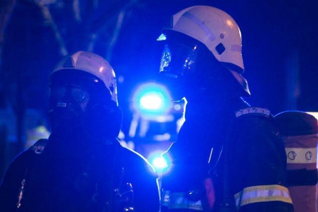 Feuerwehr löscht brennende Balkone in Freiburg-Haslach