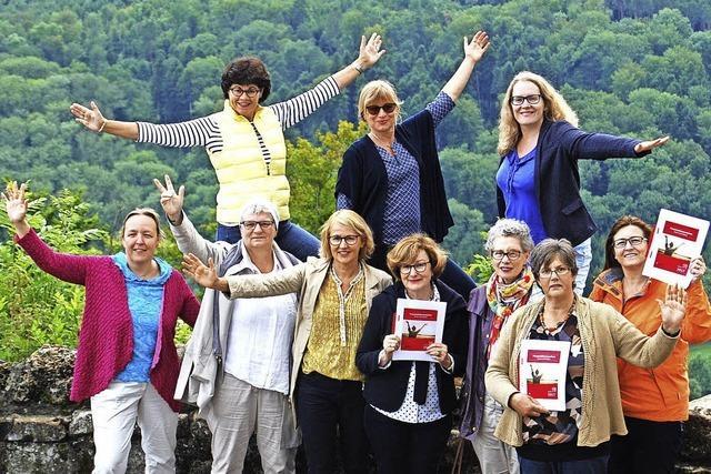 Frauen feiern viele verschiedene Facetten der Freiheit