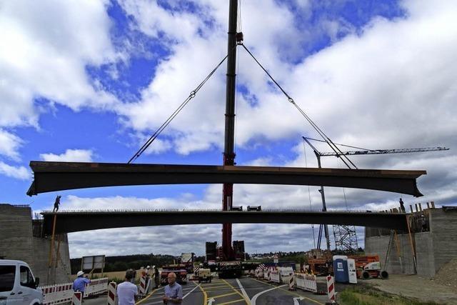 Ersehnte Brücke hängt am Haken