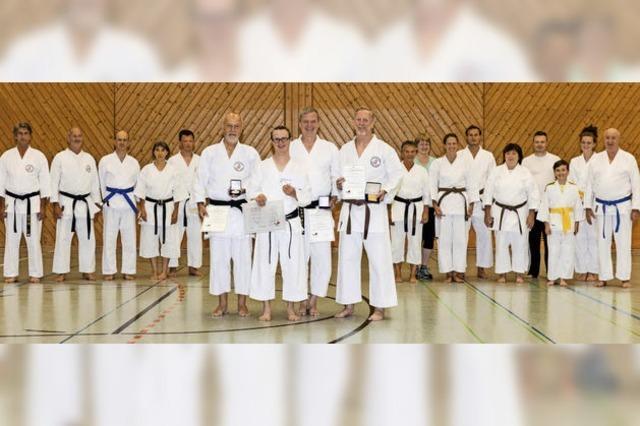 Ehrung für Dojo und drei Karatekas