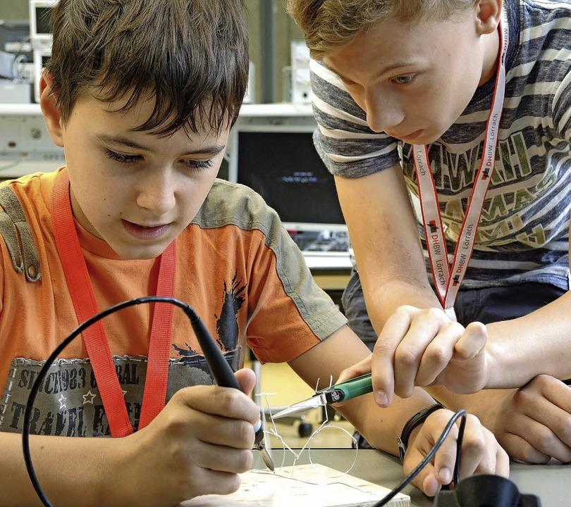 Wie interessant Elektronik sein kann, ... Sommerkurs an der Dualen Hochschule.   | Foto: DHBW
