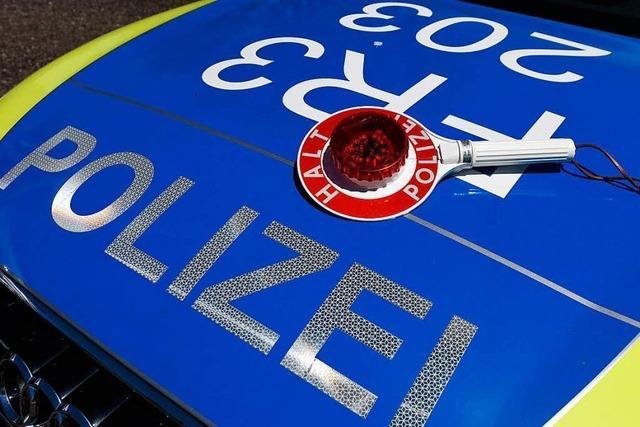 Lkw-Fahrer rammt Steuersäule in Lörracher Innenstadt und flüchtet