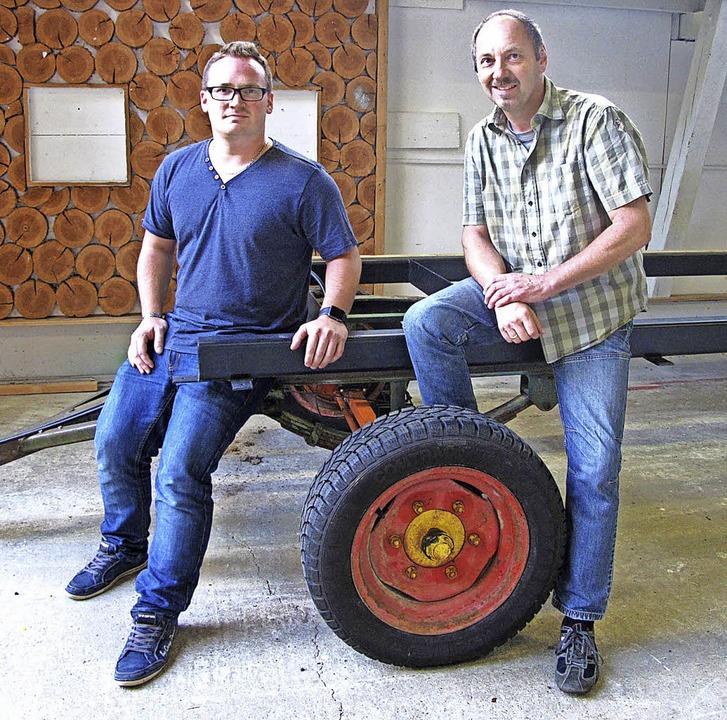 Projektleiter Peter Wassmer und Grönla...en auch im Hochsommer einiges zu tun.     Foto: Uli Merkle