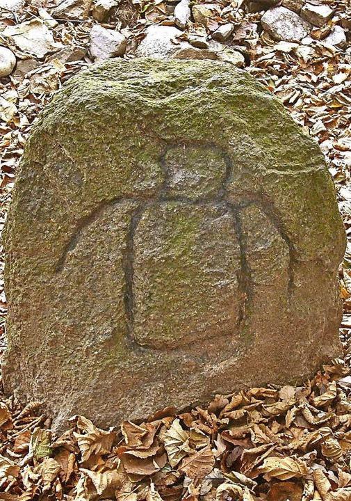 Der wuchtige Hundsbergstein (links) un...mehr als 550 Jahren als Grenzzeichen.   | Foto: Richard Kaiser