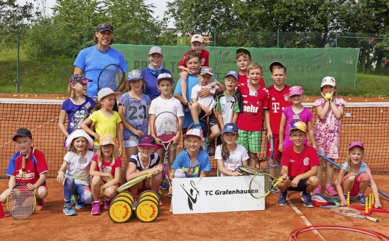 Alle Teilnehmer der Tenniswoche Grafenhausen kamen zum Gruppenbild zusammen.  | Foto: Christiane Seifried