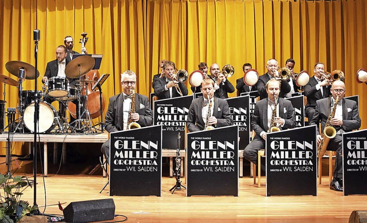 Wil Salden begeisterte mit seinem  Gle... Orchestra  im Kursaal Höchenschwand.   | Foto: Stefan Pichler