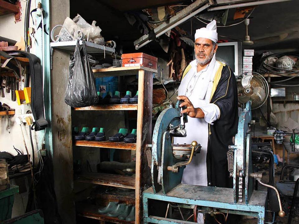 Sheikh Mohammed Jaber in seiner Schusterwerkstatt    Foto: Lissy Kaufmann/DPA