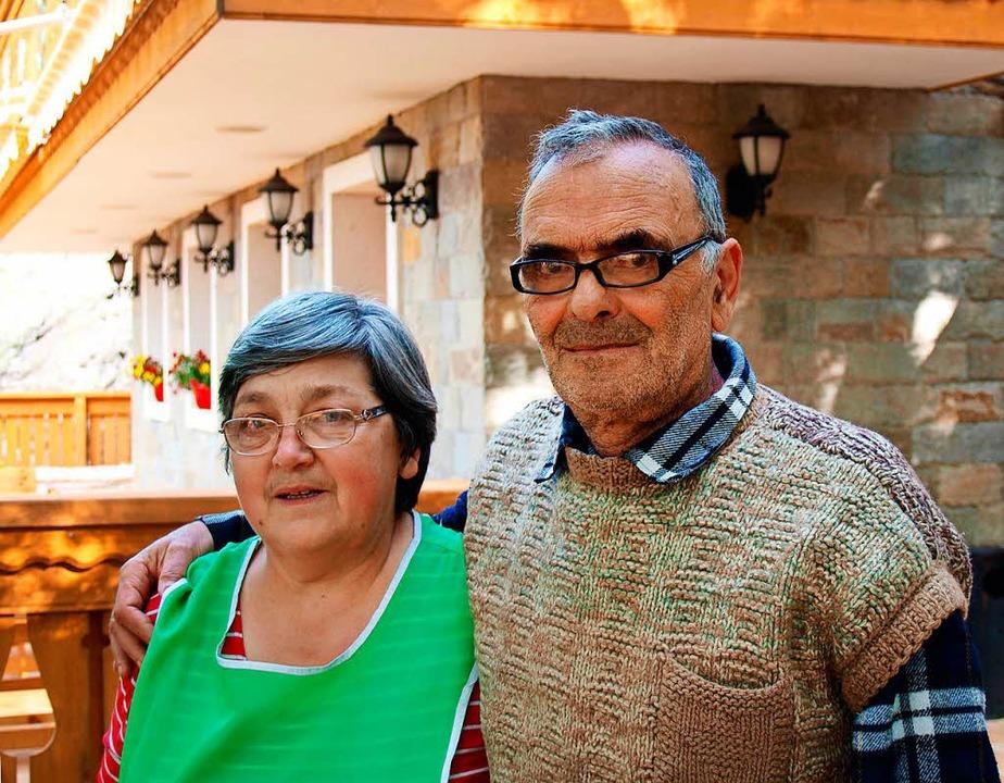 Freuen sich über Touristen: Kristina Z... Mann führen eine Pension in Krandila.  | Foto: Arnd Petry