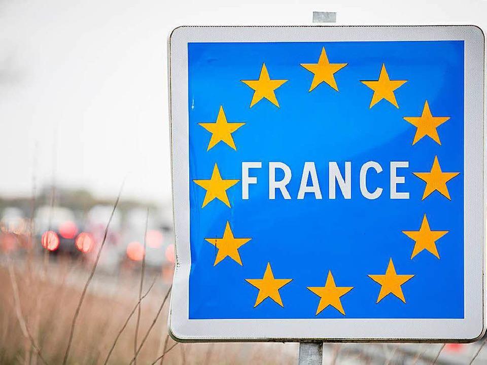 Für die Einfahrt in einige französisch... einige Wagen nun eine Umweltplakette.  | Foto: dpa-tmn