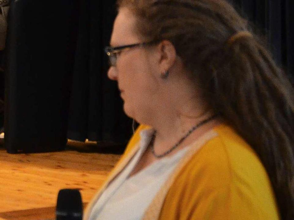 BZ-Redakteurin Claudia Renk präsentierte die Fragen aus dem Publikum.  | Foto: Christiane Sahli