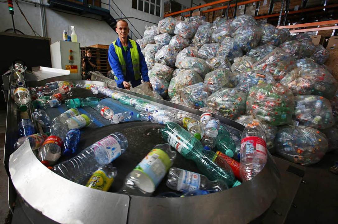 Besser auf Plastikflaschen verzichten. Machen nur Müll.   | Foto: dpa
