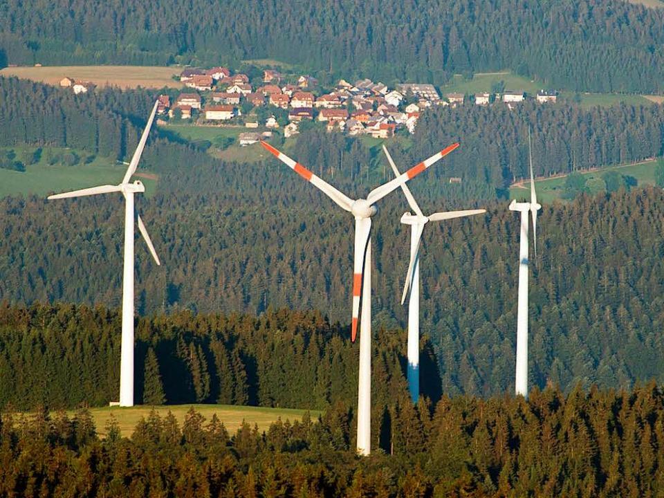 Windräder in der Region (hier bei Wald...t Martin Herrenknecht purer Wahnsinn.   | Foto: dpa