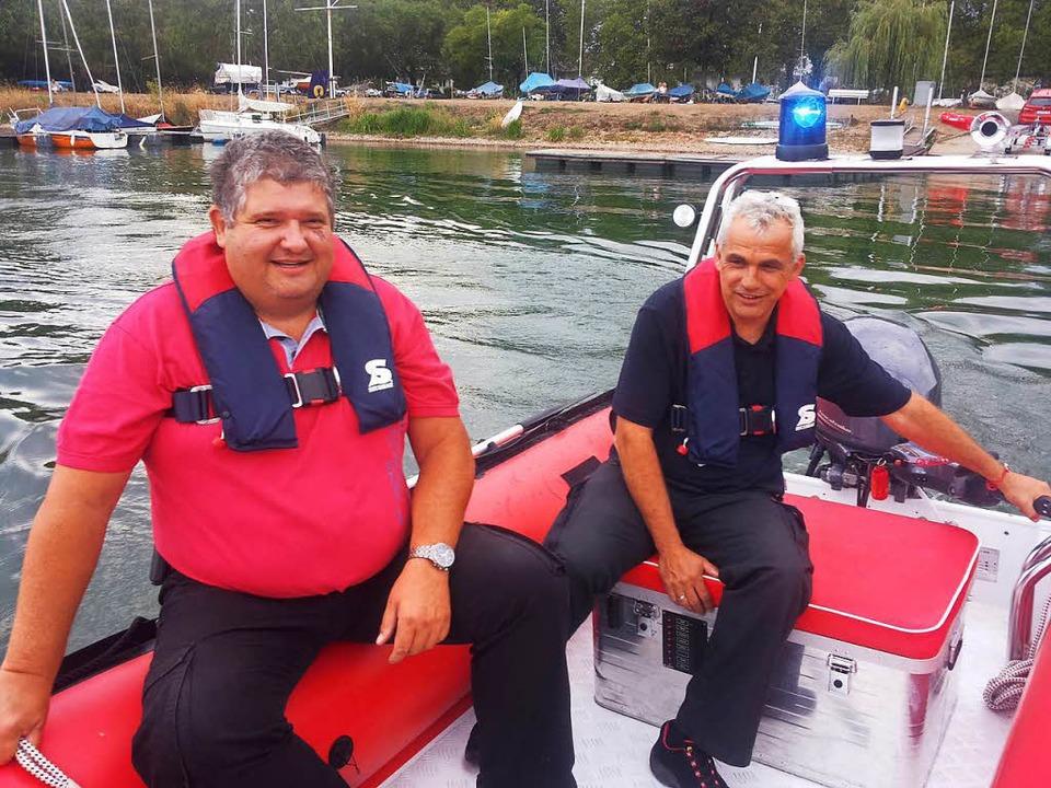 Zwei Mann in einem Boot: Fred Hugle (C...ehrkommandant) im Einsatz am Gifizsee.  | Foto: Seller