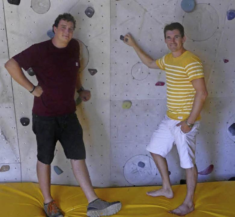 Pascal Lindeman und Alexander Keil im Kletterkubus   | Foto: Joy Jakob