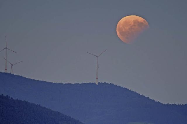 Partielle Mondfinsternis über dem Schwarzwald
