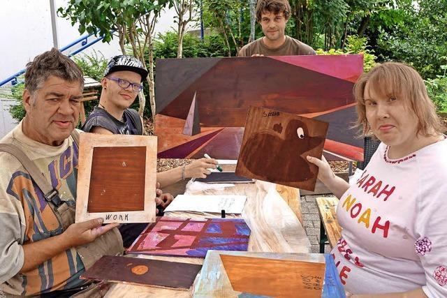 Aus Holz und Farbe wird Kunst in Wehr