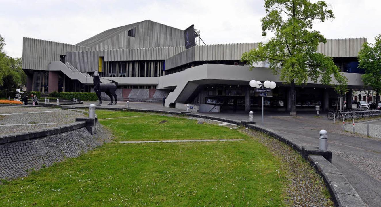 Das Badische Staatstheater Karlsruhe z...kostet mindestens 325 Millionen Euro.   | Foto: dpa