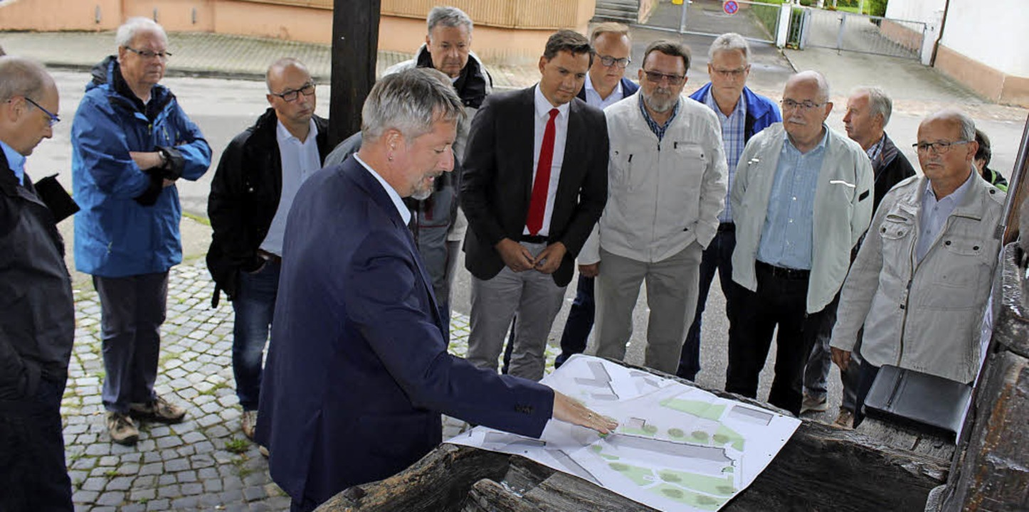 Baubürgermeister TIlman Petters stellt...ssen die Pläne für die Ortsmitte vor.     Foto: SPD