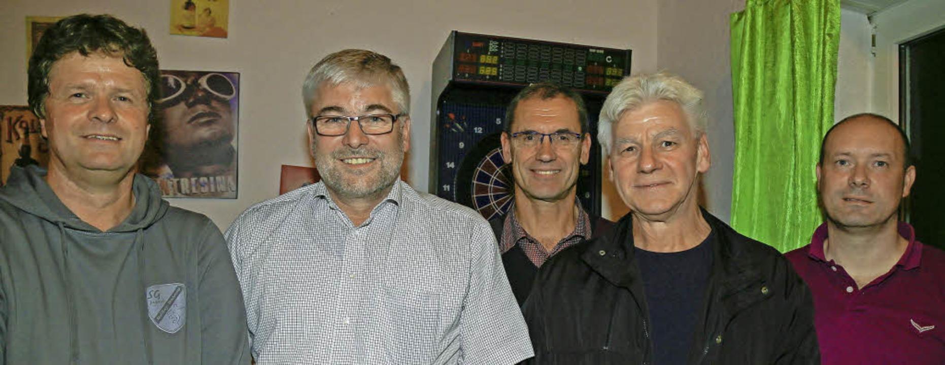 Seit 40 Jahren Mitglied im TuS Mahlber...t, Alfred Kesselring und  Timo Studer   | Foto: Sandra Decoux-Kone