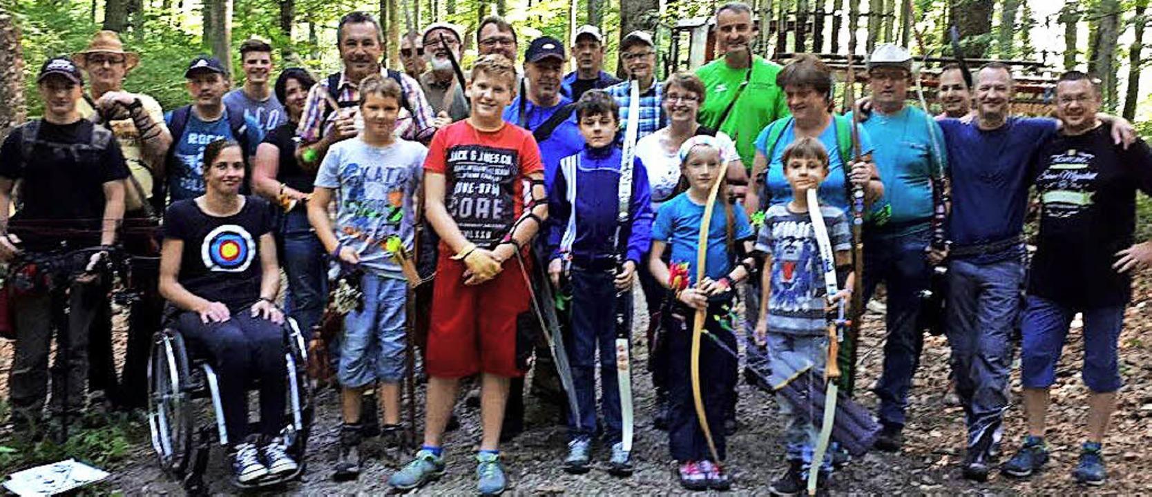 Die Teilnehmer des 3-D-Bogenturniers des Bogensportclubs Markgräflerland (BSCM)     Foto: Michael Schütz