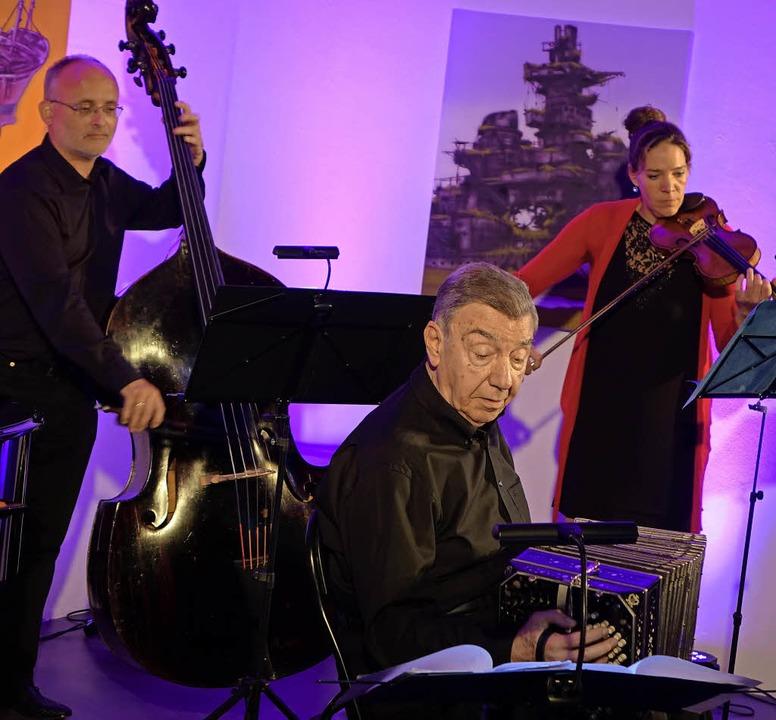 Für Tango-Flair sorgten  Héctor Urbón und sein Cuarteto Buenos Aires.     Foto: Roswitha Frey