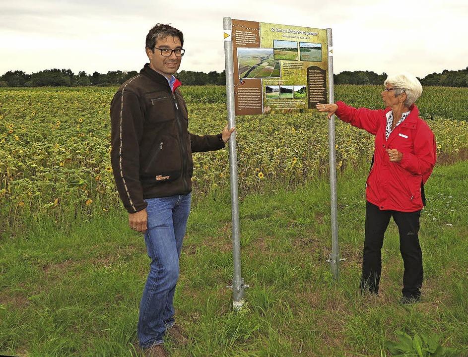 Umwelt-Staatssekretär Andre Baumann is...terrasse bei Neuenburg umgesetzt wird.  | Foto: Dorothee Philipp