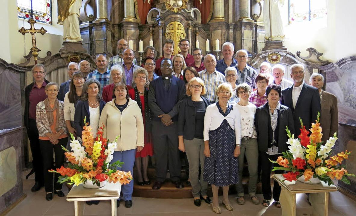 Feierten den 80. Geburtstag mit der Pr...Ibekwe (Mitte) hielt den Gottesdienst.    Foto: Erhard Morath