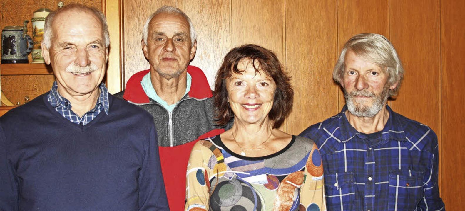 Sie lenken die Geschicke des Vereins &...tretender Vorsitzender Burkhard Heer.   | Foto: Inken Kramer