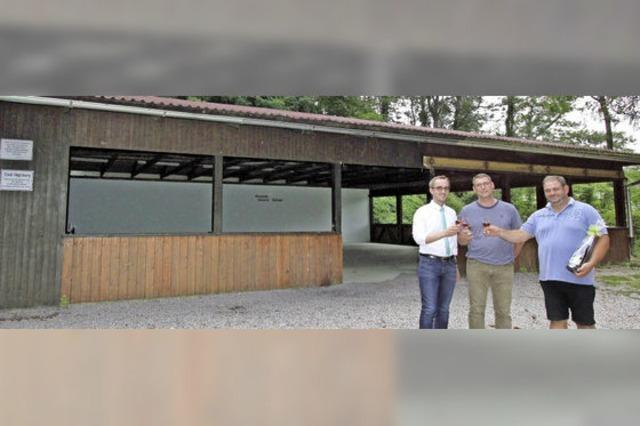 Handwerker saniert kostenlos die Castellberghütte