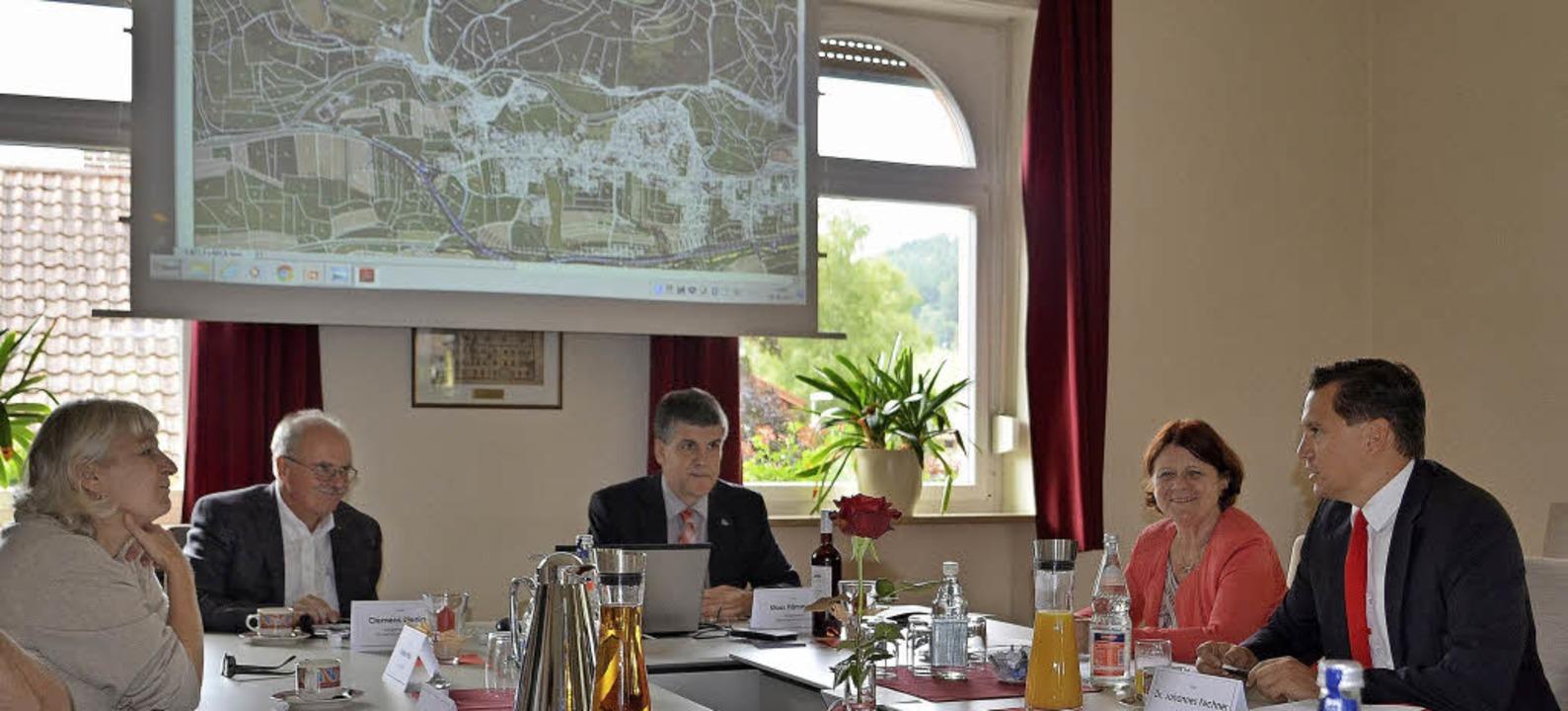 Beim Gespräch: Franka Weis, Clemens Bi...en Annette Sawade und Johannes Fechner  | Foto: Nikolaus Bayer