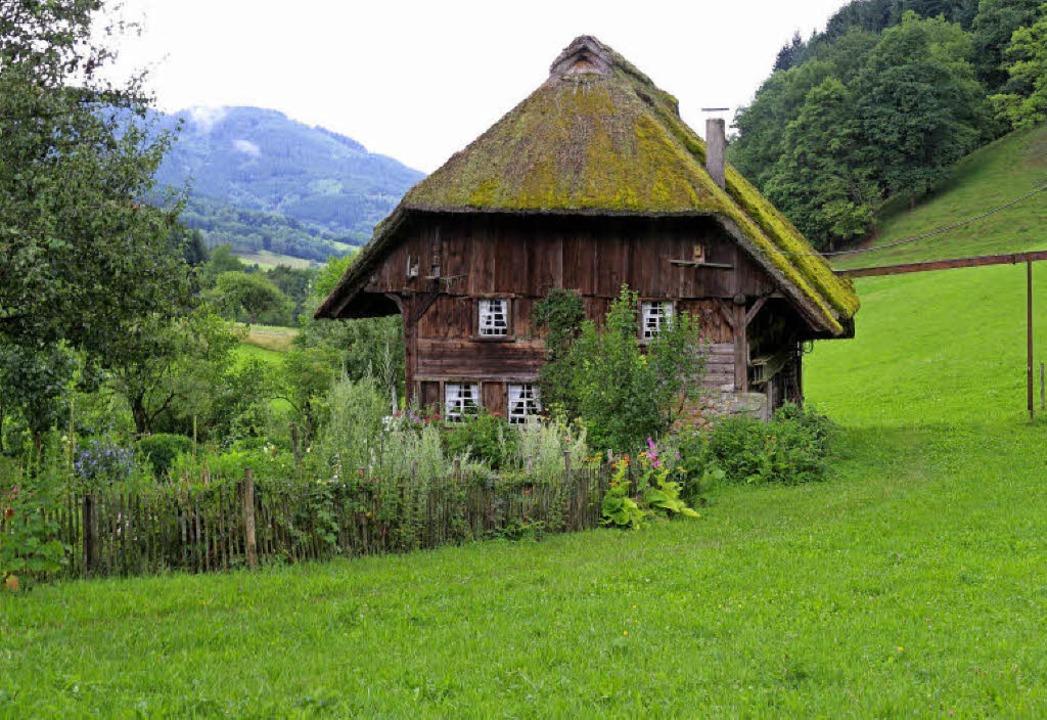 Links: Die alte Landwassermühle mit Ba...itten im Ort mit Spielanlagen und See   | Foto: Karin Heiss