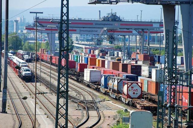 Alpenquerender Güterverkehr via Basel wegen Rheintal-Sperrung gestoppt