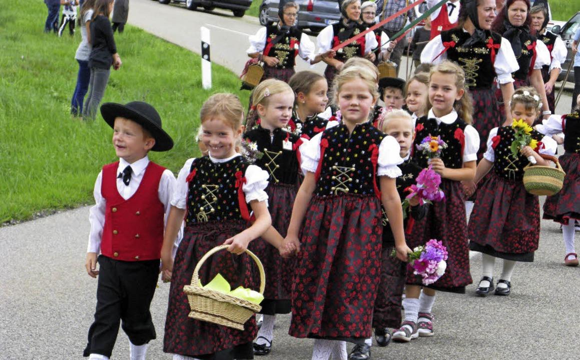 Die Kinder der Kindertrachtengruppe hatten sichtlich Freude beim Umzug.    Foto: Ulrike Spiegelhalter