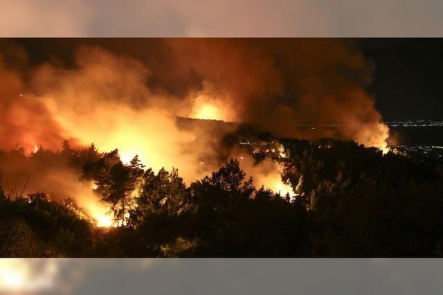 Tausende fliehen vor den Flammen
