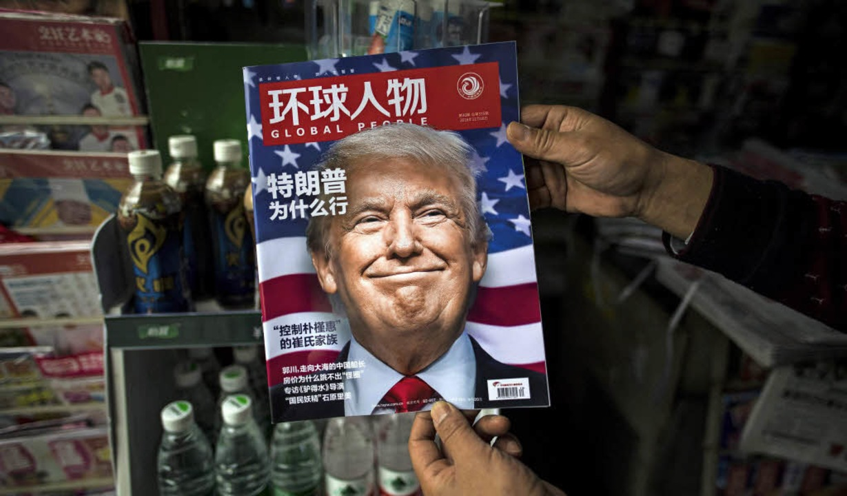 Donald Trump ziert im November 2016 &#...t – ein Magazin-Titel in China.   | Foto: dpa