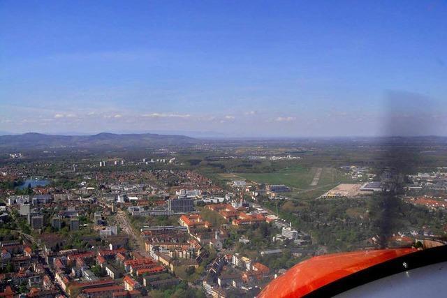 Selbstversuch: Platzrunde überm Freiburger Flugplatz