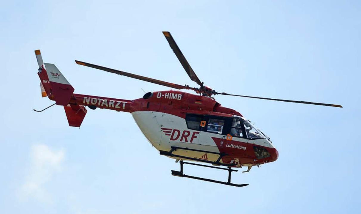 Der Verletzte musste mit dem Hubschrauber in die Klinik geflogen werden.  | Foto: Patrick Seeger