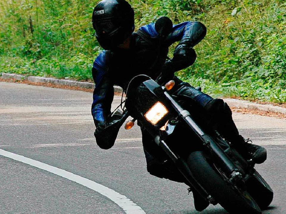 Mehrere Motorradfahrer berichten, sie ...2-jährigen Autofahrer bedrängt worden.  | Foto: Brigitte Sasse