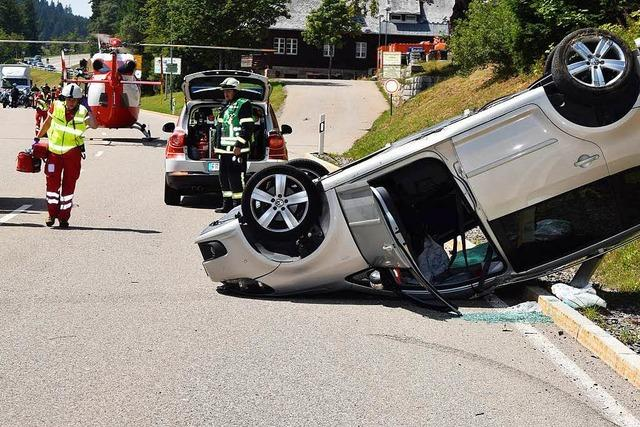 Fünf Menschen bei Unfall auf Feldberg-Passhöhe schwer verletzt