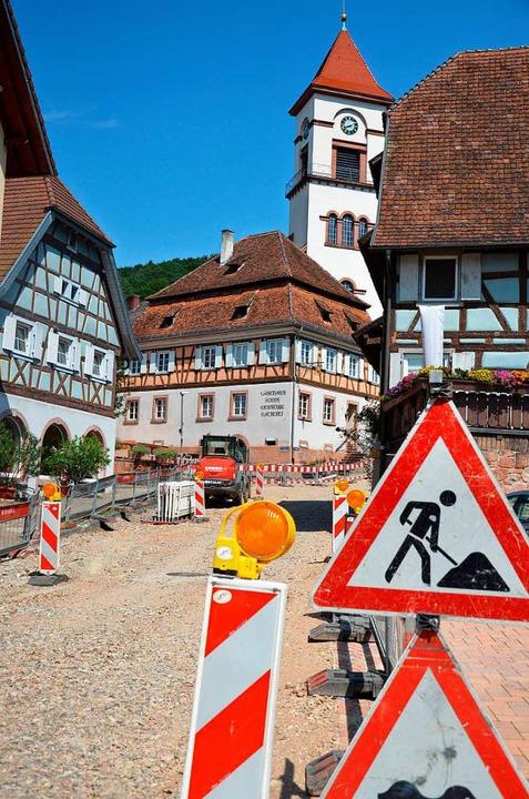 Die Sanierung der Ver- und Entsorgungs...chberg in Münchweier kommen gut voran.  | Foto: Karl Kovacs