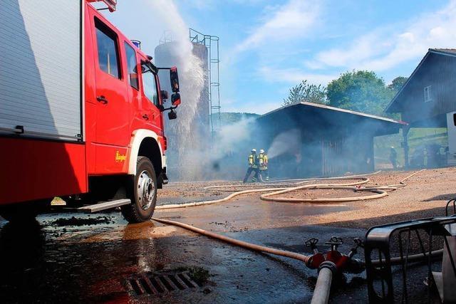 Heu- und Strohballenlager in Oberried gerät in Brand
