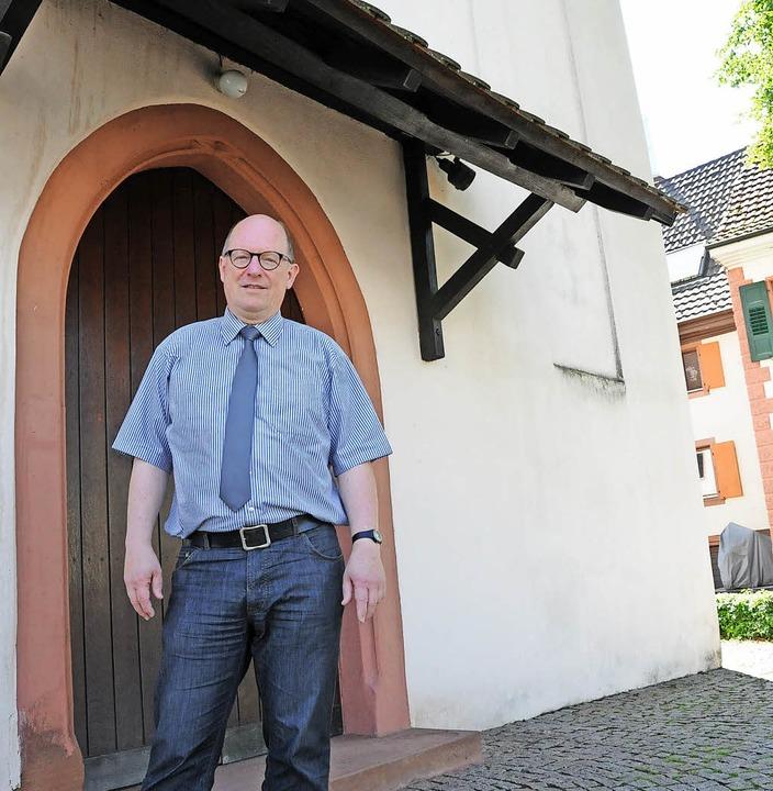 Angekommen:  Pfarrer Jochen Eber hatte...i der Höllsteiner Margarethengemeinde.  | Foto: Robert Bergmann
