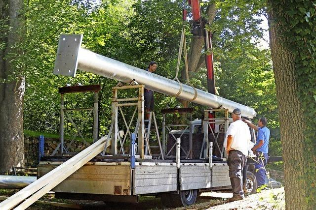 Die ersten Stahlträger für den maroden Schlossbergturm sind eingetroffen