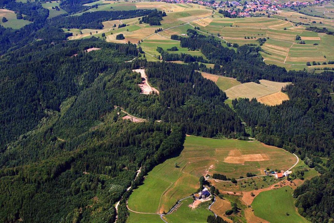 Die Windpark-Baustelle auf dem Hasler ...Ziel der Schwertransporte Ende August.    Foto: Erich Meyer