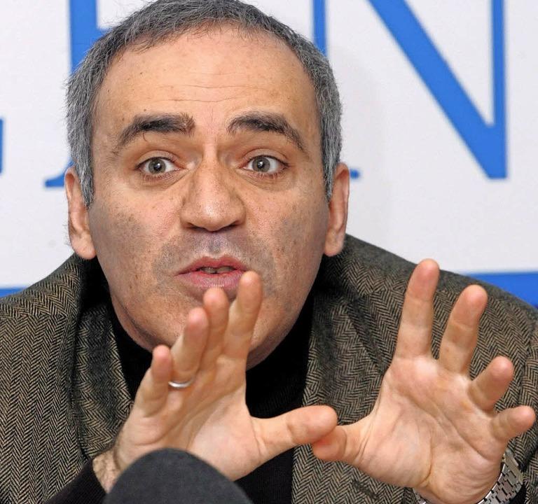 Immerhin ein Remis: Garri Kasparow sch...sich in den USA zu Beginn beachtlich.   | Foto: DPA