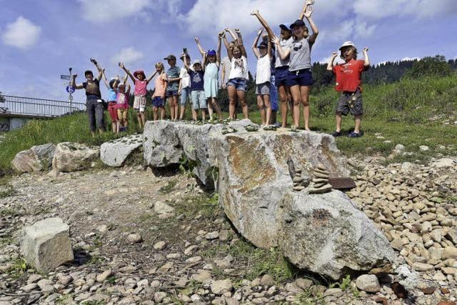 Kreativ mit Stock und Stein: Die Ferienpass-Aktion