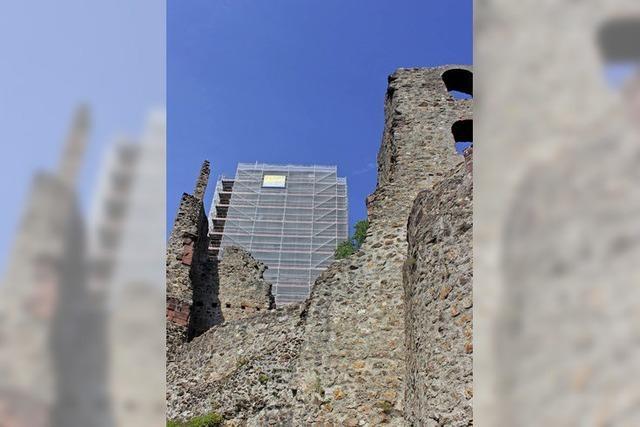 Arbeit an den Burgmauern