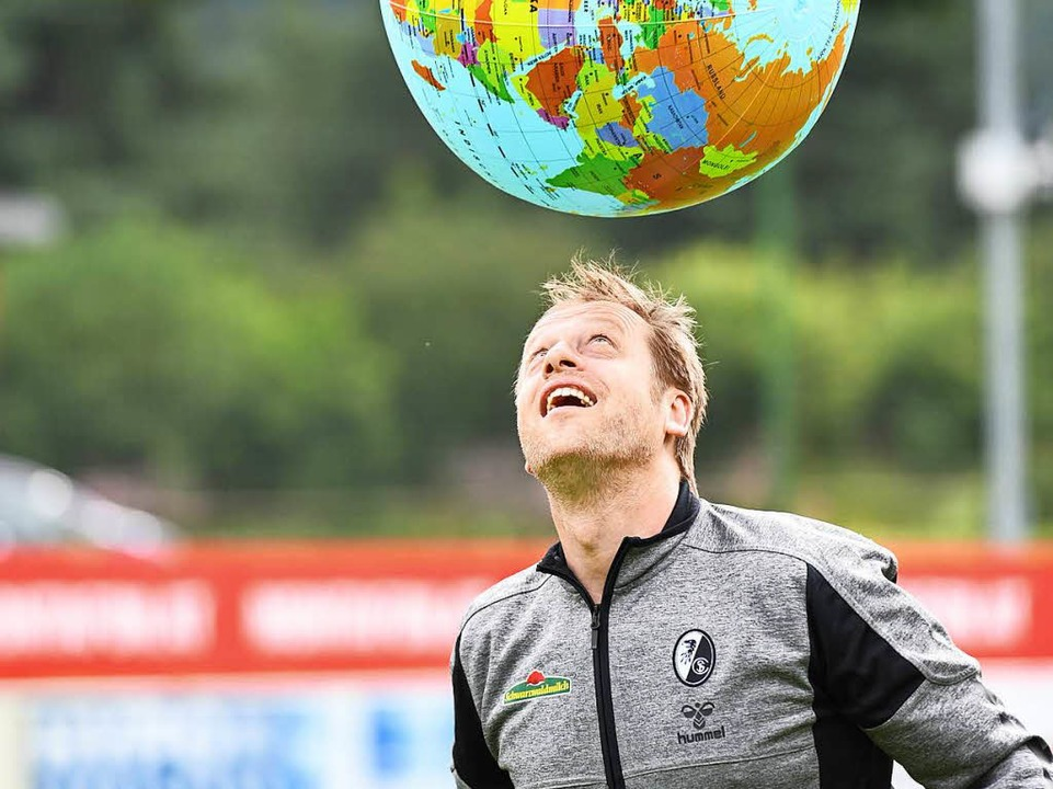 In Sachen Fußball hat Klemens Hartenbach die ganze Welt im Blick.  | Foto: Achim Keller