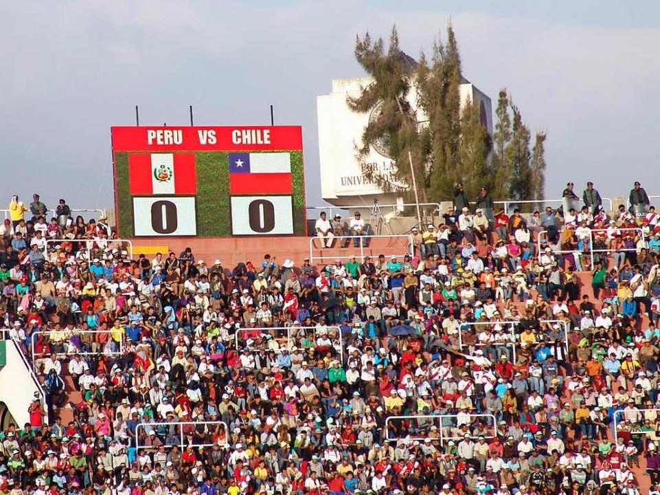 Buntes Treiben im Stadion von Arequipa  | Foto: Hartenbach